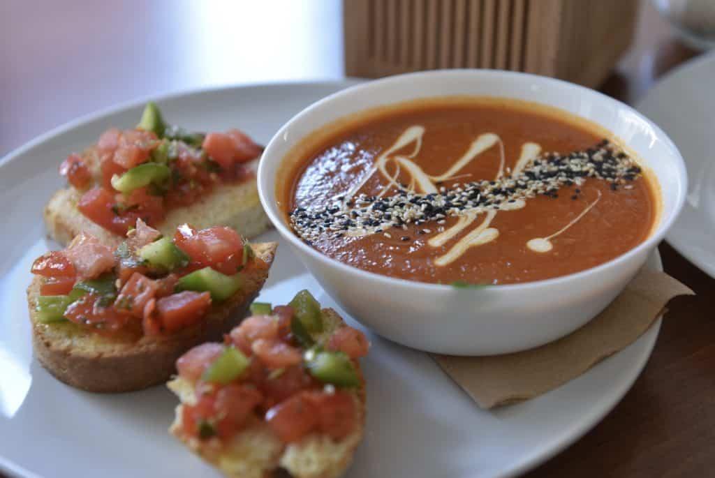 Cafe Katzentempel Tomaten-Mango Suppe