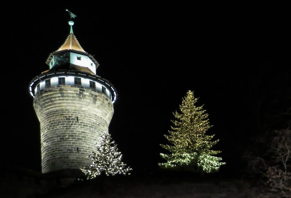 nuernberger-sinwelturm-im-winter